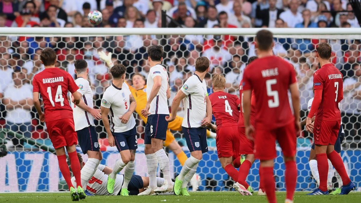 England returns to a final 55 years later